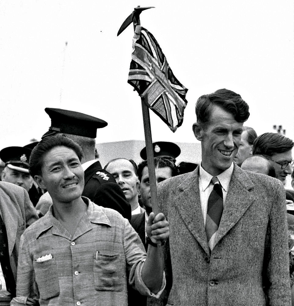 Edmund Hillary (R) and Sherpa Tenzing Norgay (L) at London's Heathrow airport on their arrival from the expedition