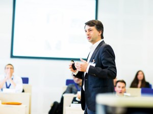 The Kellogg-WHU EMBA programme regularly updates its curriculum to cater for the latest trends in executive coaching