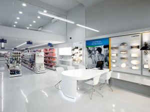 In redesigning the store layout for Kafkas, Greece's largest electrical retailer, Stirixis replaced traditional counters with service booths