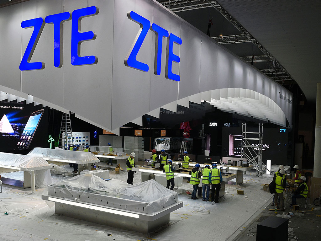 Chinese telecommunications firm ZTE has seen the value of its shares crash on the company's return to trading, following suspension due to US claims that it breached trade sanctions in Iran