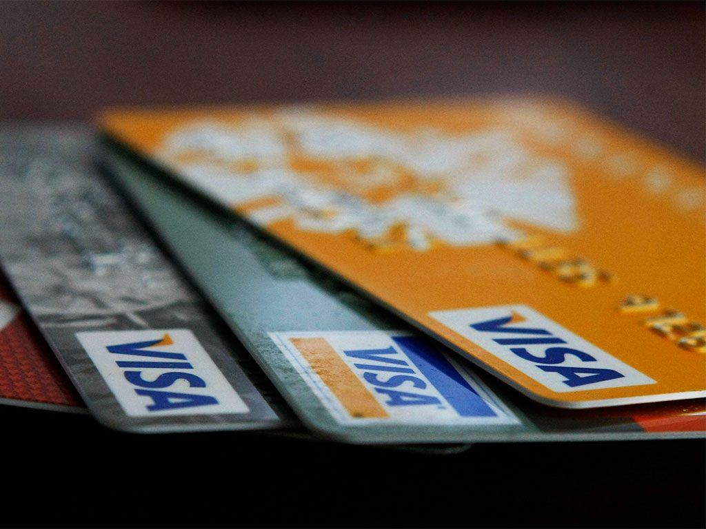 Visa has chosen former American Express President Alfred Kelly to succeed Charles Scharf as CEO, after the latter's four-year tenure comes to an end
