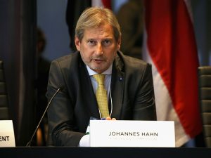 """EU commissioner earmarks 2025 as """"realistic"""" date for Serbian accession"""